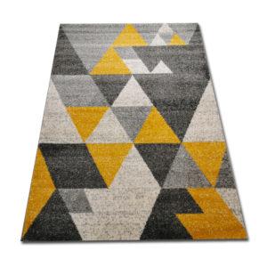 dywan w żółte trójkąty