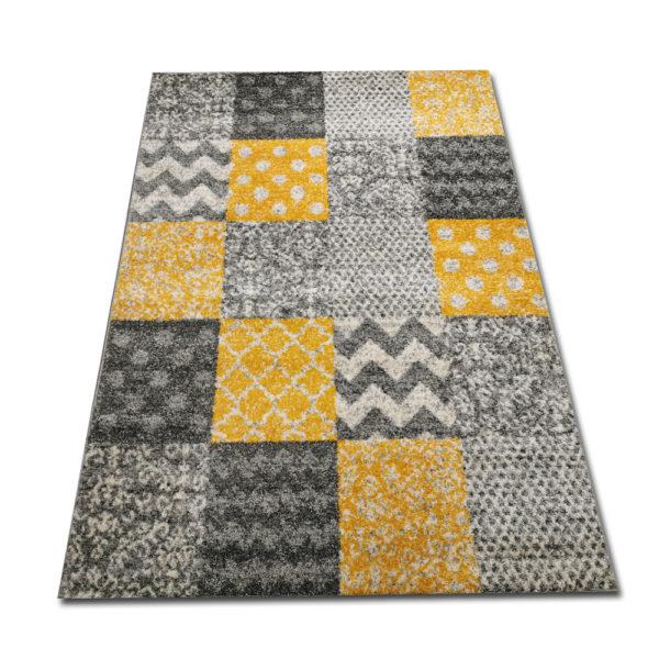 żółty dywan